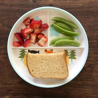 Lunch, peanut butter, jelly, strawberries, snap peas, thebeamingbrunette.com, do vegetarians get enough protein?